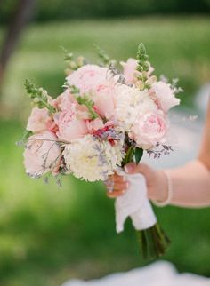 Pale pinks and ivories equal the perfect bouquet.