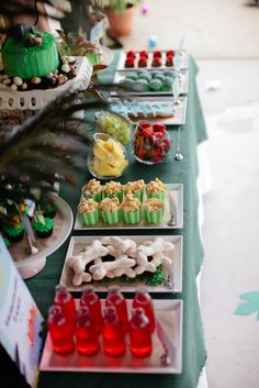 Tons of Dinosaur Party Ideas! From decorating, to activities, to paper macho dino egg favors!