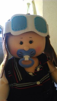 Bebe usando chapéu pequeno príncipe