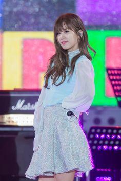 APink ChoRong Kpop Girl Groups, Korean Girl Groups, Kpop Girls, K Pop Star, Korean Celebrities, Girl Day, Love At First Sight, Airport Style, Korean Beauty