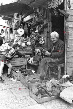 Black history photography photographers 43 new ideas Antique Photos, Vintage Photographs, Old Photos, Vintage Photos, Black History Inventors, Black History Books, Street Portrait, Naples Italy, Native American History
