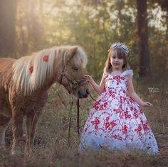 小禮服像是一朵美麗的花兒 穿上它就像是穿梭在森林裡的花仙子 小花童與迷你馬都好可愛呀 *圖片轉載自網路*  性感與時尚的品牌Jenny Chou高級訂製婚紗。 JENNY CHOU 高級訂製婚紗 台北市南京東路四段53巷8弄1號 +88622717-1355 線上預約:http://goo.gl/DTH9On  #婚紗禮服 #手工婚紗 #禮服出租 #禮服訂製 #自助婚紗 #白紗 #晚禮服 #媽媽裝 #花童裝