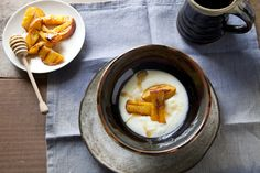 Grilled peaches & yoghurt