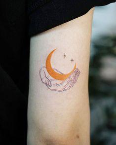 Moon and hand tattoo - Hand Tattoos, Body Art Tattoos, New Tattoos, Tribal Tattoos, Small Tattoos, Tattoos For Guys, Sleeve Tattoos, Cool Tattoos, Tatoos