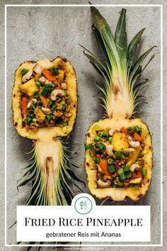 Die typisch gefüllte Ananas mit gebratenem Reis, direkt aus Thailand. Südostasien-Genuss für zuhause und das mit einem ganz einfachen Rezept! Fried Rice, Vegetable Pizza, Fries, Pineapple, Thailand, Curry, Lunch, Dinner, Vegetables