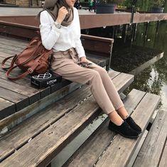 Hijab trend spring fashion : P?NTEREST Telegei Hijab trend spring fashion – Just Trendy Girls Hijab Casual, Hijab Chic, Hijab Fashion Casual, Casual Hijab Styles, Street Hijab Fashion, Muslim Fashion, Modest Fashion, Trendy Fashion, Fashion Outfits