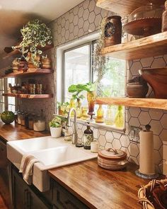 Stunning 35 Perfect Farmhouse Kitchen Design Ideas To Renew Your Home. Farmhouse kitchen style will be perfect idea if you want to have family gathering in your kitchen during meal time. Farmhouse Style Kitchen, Diy Kitchen, Kitchen Decor, Kitchen Ideas, Modern Farmhouse, Farmhouse Decor, Farmhouse Ideas, Kitchen Pantry, Awesome Kitchen