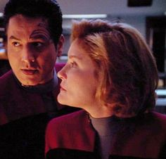 No personal space at all! Star Trek 4, Star Trek Voyager, Great Love Stories, Love Story, Robert Beltran, Captain Janeway, Kate Mulgrew, Lt Commander, O Donnell