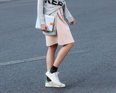 Pastel sneaker outfit Sneaker bei EDITED.de