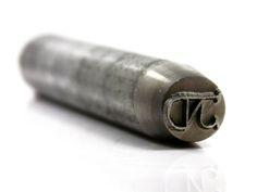 https://flic.kr/p/Nri18f | punzon punch poinçon P8/100 | Punzón para marcar a martillo estándar Ref: P8/100 Tamaño: Diámetro 15mm largo 100mm Area máxima de marcado: Diámetro 8mm Material: Acero 1.2379 templado 58-60HRc  Punzón de medida estándar para marcar a martillo todo tipo de metal, acero, inoxidable, hierro, latón, bronze, cobre… Es un punzón ligero, ágil y ultra resistente, ideal para pequeñas marcas como logos, firmas, códigos, ect.  Al ser de medida estándar su precio es muy…