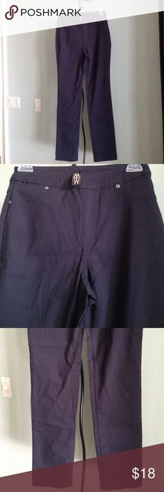 """MARLA WYNNE STRETCH SLIP-ON SLACKS Details - Crisp Navy Stretch Pants - No Zipper or Buttons - Two Front Faux Pockets and Two Back Pockets - Size 2 - Approx. 29.5""""  Inseam, 13"""" @ Waist - In Excellent Condition; Made in USA  Fiber Content: No Tag, but has considerable stretch Marlawynne Pants Trousers"""