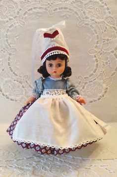 France 8 Vintage Madame Alexander Doll 582 Box & Wrist