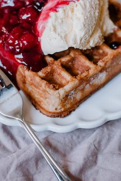 Quark Waffeln Perfekt zum Einfrieren - Antonella's Backblog Waffles, Breakfast, Food, Waffle Iron, Food Portions, Morning Coffee, Essen, Waffle, Meals