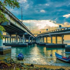 Its been a while since I posted anything.. been fairly busy. Took this one at the weekend.. #penang #bridges #penangbridge #sunrise #boats #beach #seaside #seascapes #malaysia #nofilter #dslr #wideanglelens #photography #converginglines #nikkor