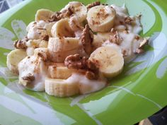 Banana, yogurt, walnuts, cinamon