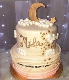 Twinkle twinkle baby shower cake  #carinaedolce www.carinaedolce.com www.facebook.com/carinaedolce Baby Shower Cakes, Twinkle Twinkle, Birthday Cake, Facebook, Desserts, Food, Birthday Cakes, Meal, Sparkles Glitter