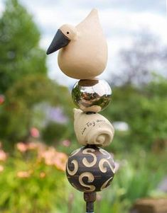 Stele Elsa mit Platinkugel - Gärten für Auge & Seele Pottery Animals, Garden Totems, Raku Pottery, Ceramic Design, Pottery Painting, Yard Art, Clay Art, Flower Pots, Projects To Try