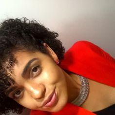 Sinta-se bela... Isso não é soberba, é amar o que Deus criou em vc! #amorpróprio #cachoeatitute #cachinhos #curlyhair #shorthair #instacachos #cachosbra