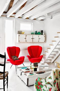 Rustic-șic într-un loft din Madrid (Jurnal de design interior) Red Accent Chair, Accent Chairs, Red Armchair, Gravity Home, Interior Decorating, Interior Design, Red Interiors, Deco Design, Home And Deco