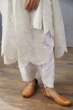 Simple Pakistani Dresses, Pakistani Dress Design, Pakistani Outfits, Indian Outfits, Indian Designer Suits, Ethnic Wear Designer, Salwar Designs, Kurti Neck Designs, Stylish Dress Designs