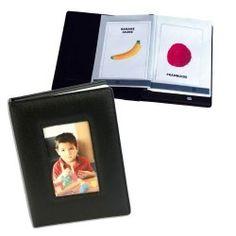 Vous pouvez enregistrer sur cet album photos parlant jusqu'à 100 minutes de messages grâce à une carte SD incluse que l'on insère dans l'album.  Grâce à ce système, vous pouvez télécharger des sons de votre ordinateur (notamment des bruitages, des chansons…)