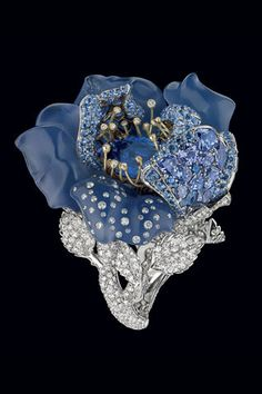 'Le Bal des Roses' : Ring designed by Victoire de Castellane for Dior Jewellers. White gold, white and grey diamonds, sapphires, blue chalcedony and tanzanite. #jewellery #jewelry