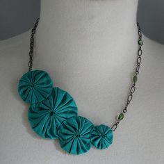 Yoyo statement necklace