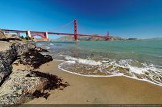 La plage au pied du Golden Gate bridge - San Francisco, Californie, USA