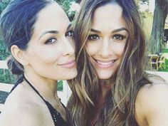 Total Bella fans learned last night that Brie Bella retired from WWE. Her news left her twin sister Nikki blindsided, and the rest of the Bella Nikki Bella Photos, Nikki And Brie Bella, Female Wrestlers, Wwe Wrestlers, Wwe Nxt Divas, Kids Choice Award, Reality Tv Stars, Hollywood Life, Bikini Pictures