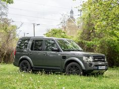 Land Rover Discovery, fitted with own developed rocksliders, Lazer Lamps high beams and black original rims