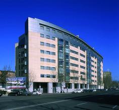 """Edificio residencial """"Roberto Domingo"""". Ruiz Albusac Arquitectos. Madrid."""