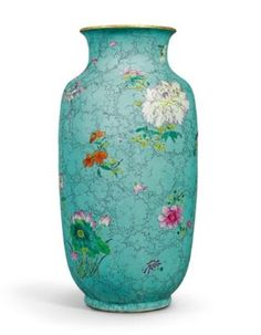 A Turquoise-Ground famille rose vase. Qing dynasty, Qianlong period