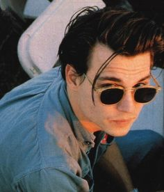 Blessing your eyes with Johnny Depp😍😍 Johnny Depp Cry Baby, Johnny And Winona, Young Johnny Depp, Pretty Men, Beautiful Men, Jonh Deep, Johnny Depp Wallpaper, Johnny Depp Pictures, Captain Jack