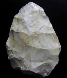 "Handaxe from Le Bois-l'Abbé at Saint-Julien de la Liègue: Is there a reality for the ""Moustérien à petits bifaces dominants""?"