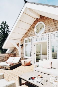 an artful home in napa valley. i've long been an admirer of Minted founder Mariam Naficy -- we've collaborated together on projects and i've been to her beautiful napa valley home. Style At Home, Beach Cottage Style, Beach House, Dream House Exterior, Beach Cottage Exterior, House Goals, Beach Cottages, Napa Valley, Home Fashion