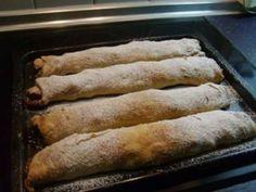 Igazi leveles, rétes állagú lesz, mintha nyújtottuk volna. Bread Recipes, Cookie Recipes, Dessert Recipes, Hungarian Recipes, Strudel, Creative Food, Cake Cookies, Hot Dog Buns, Nutella