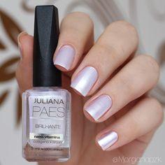 """Esmalte """"Brilhante"""" da Juliana Paes. Unhas com branco perolado, perfeitas para uma noiva, casamento.   White Nails   Chic   Fancy   Bride Nails   by @morganapzk"""