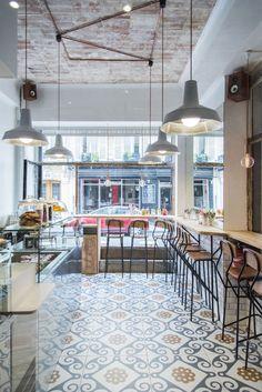 Maison Bon : la nouvelle cantine 100% sans gluten à Paris ! Boutique Patisserie, Patisserie Design, Restaurant Design, Restaurant Bar, Floor Design, House Design, Modern Bakery, Le Hangar, Bakery Decor