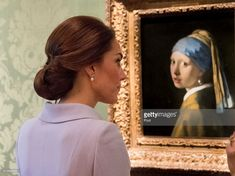 Catherine, Duchess of Cambridge views the 'Girl with a Pearl Earring' by Johannes Vermeer as she visits the Mauritshuis Gallery during a solo visit to the Hague on October 11, 2016 in the Hague, Netherlands.  (Photo by Arthur Edwards - Pool/Getty Images)