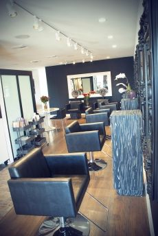 Blanc Noir Hairdressing Salon 2