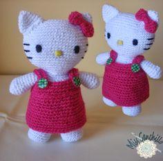 Aquí tenemos una Kitty hecha a ganchillo, un amigurumi que les gusta mucho a las niñas.