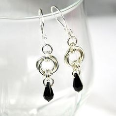 Chainmaille Tutorial Mobius Drops Earrings by AussieMaille Wire Wrapped Jewelry, Wire Jewelry, Beaded Jewelry, Handmade Jewelry, Jewellery, Jump Ring Jewelry, Jewelry Accessories, Jewelry Design, Beaded Earrings