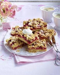 Das Rezept für Erdbeer-Puddingkuchen vom Blech mit Streuseln und weitere kostenlose Rezepte auf LECKER.de