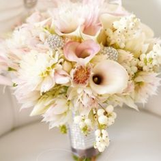 25 STUNNING BOUQUETS: Whether you are a traditional bride, a rustic-chic bride or somewhere in between, I have something for everyone!