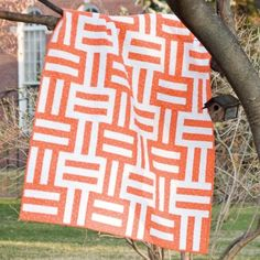 Simple quilt pattern - love the two-color scheme!