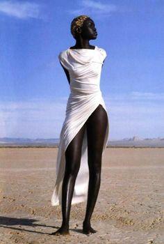 Alek Wek photographed by Herb Ritts for Vogue Paris April 1999 (wearing Emanuel Ungaro) African Beauty, African Women, African Fashion, African Style, Black Girls Rock, Black Girl Magic, My Black Is Beautiful, Beautiful People, Simply Beautiful
