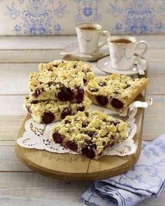 Kirschkuchen mit Schokostreusel vom Blech Swiss Recipes, German Recipes, Austrian Cuisine, German Cookies, German Desserts, Sweet Bakery, Polish Recipes, Cake Cookies, No Bake Cake