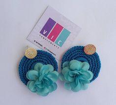 Topos flor tejido color azul ciruela🌸 son algo especial para una mujer especial! 💎💎 pidelos ⬇️⬇️ @viccomplements . . . . . . . . . .… Color Azul, Band, Accessories, Fashion, Flower, Stud Earrings, Tejidos, Women, Moda