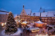 Das Rathaus in Forchheim verwandelt sich in im Dezember in einen riesigen Adventskalender. Da kommt Weihnachtsstimmung auf!