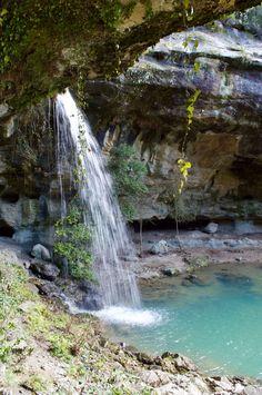 Wandelen in de Ardèche: Tétines de Vernon en Cascade de Baumicou - Passie voor Frankrijk Vernon, European History, France Travel, Morocco, The Good Place, Travel Photography, Beautiful Pictures, To Go, Hiking